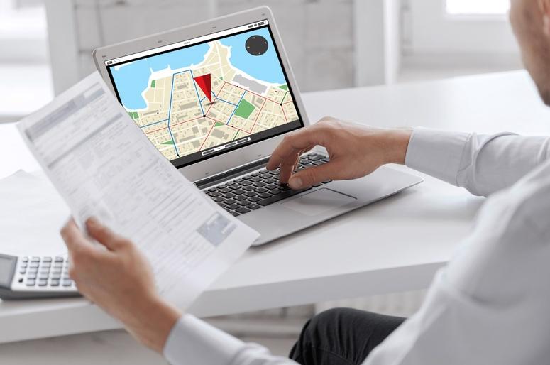 Отслеживать геолокацию сотрудников и техники