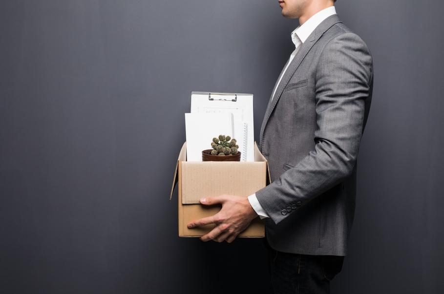 Автоматически увольнять сотрудников